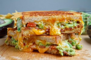 Bacon Guacamole Grilled Cheese Sandwich 500 1944